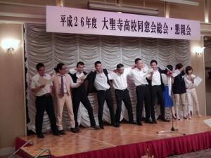 幹事団リードによる校歌斉唱7